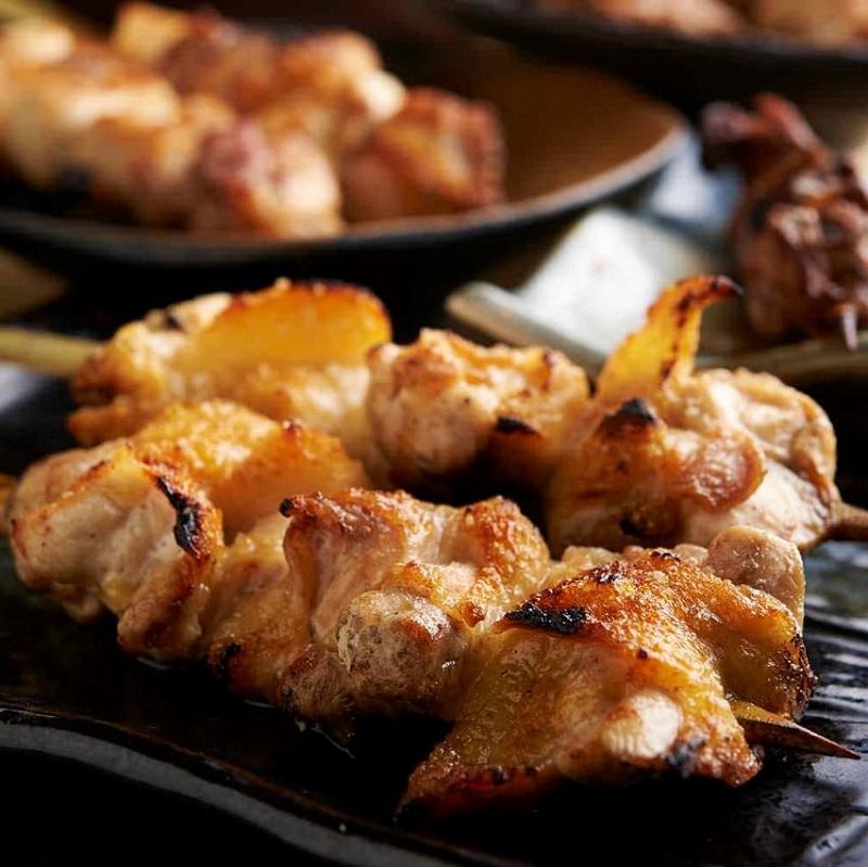 焼き鳥をはじめ人気の鶏料理が食べ放題で楽しめる池袋の居酒屋「とりいちず」